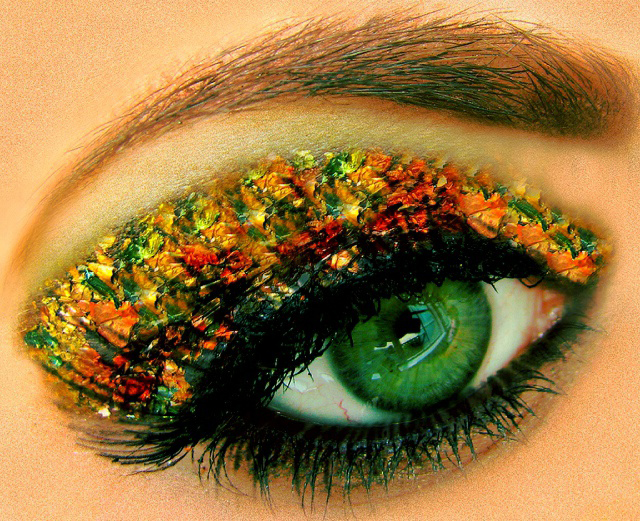 Today I'm going to teach you about how to choose the best eyeshadow colors for your eyes. This gives a personal touch and creates that WOW factor!