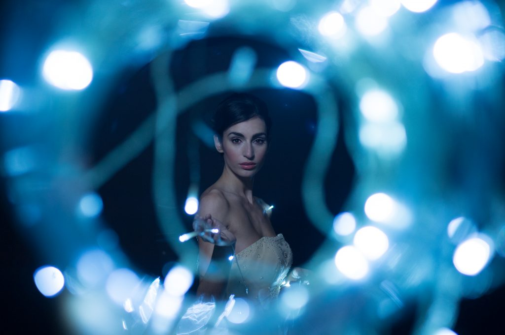 These lights give a cool bokeh effect to this bridal photoshoot!