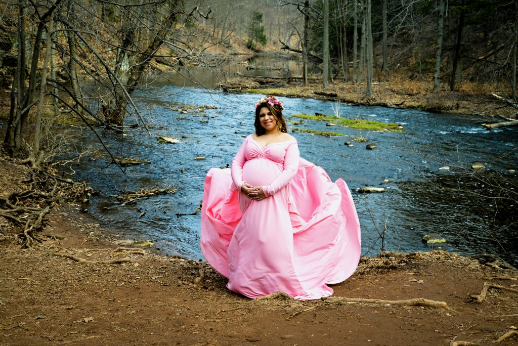 How cool is this maternity photo at at Wadsworth Falls State Park in Middletown, CT?!