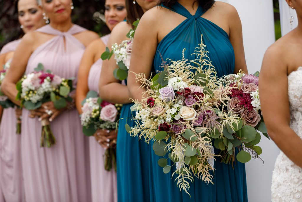 How cool are these flower bouquets?!