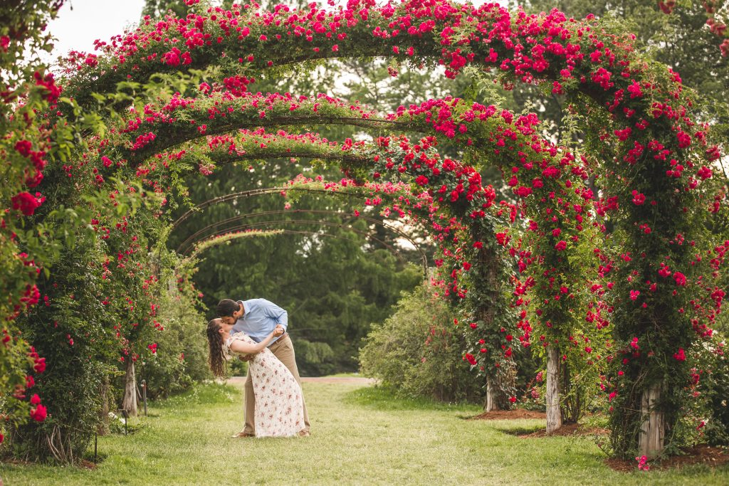 How can you NOT get romantic and dip her under these gorgeous floral arches?!